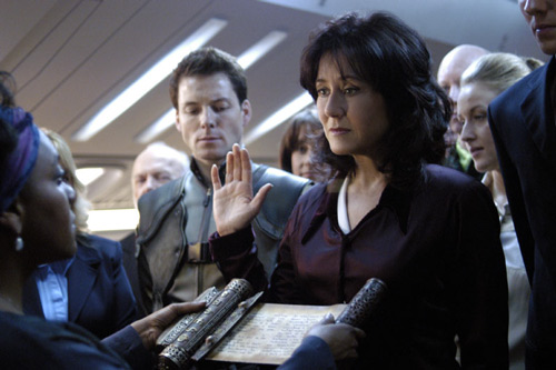 Laura Roslin is sworn in as President