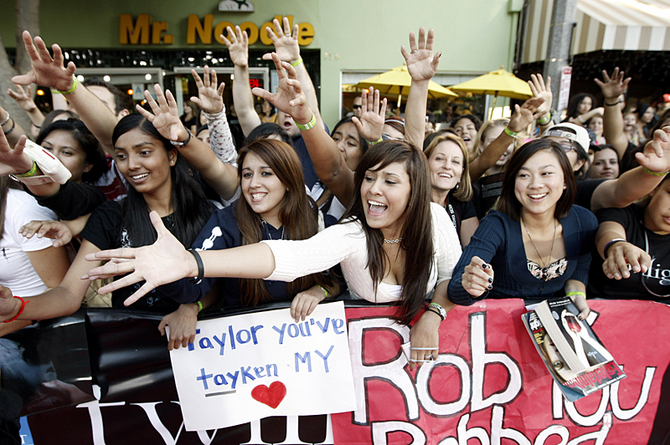 Fans wait at the Los Angeles Twilight movie premiere