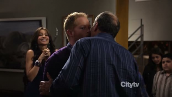 Modern Family Jay and Mitchell Kiss